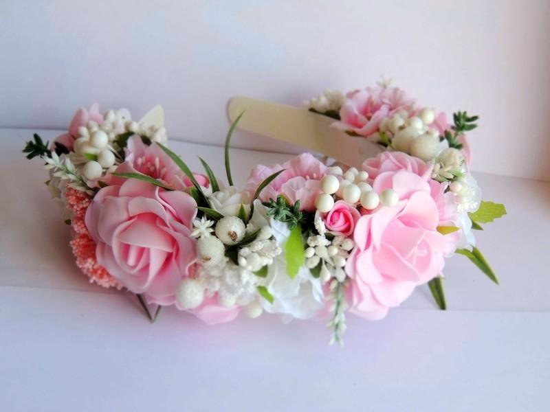 Очаровательный венок с розами.