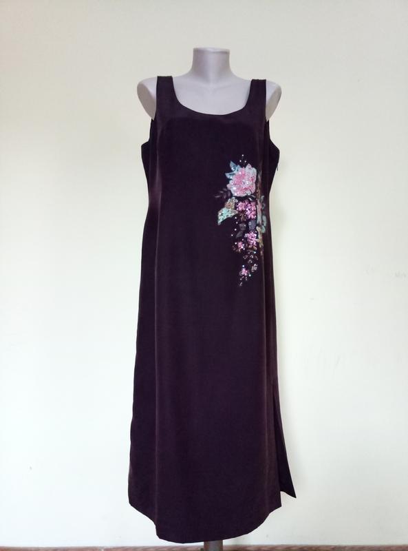 Шикарное шелковое платье с вышивкой