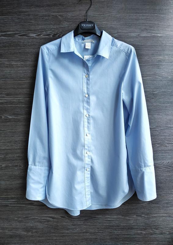 Голубая рубашка свободного кроя h&m.