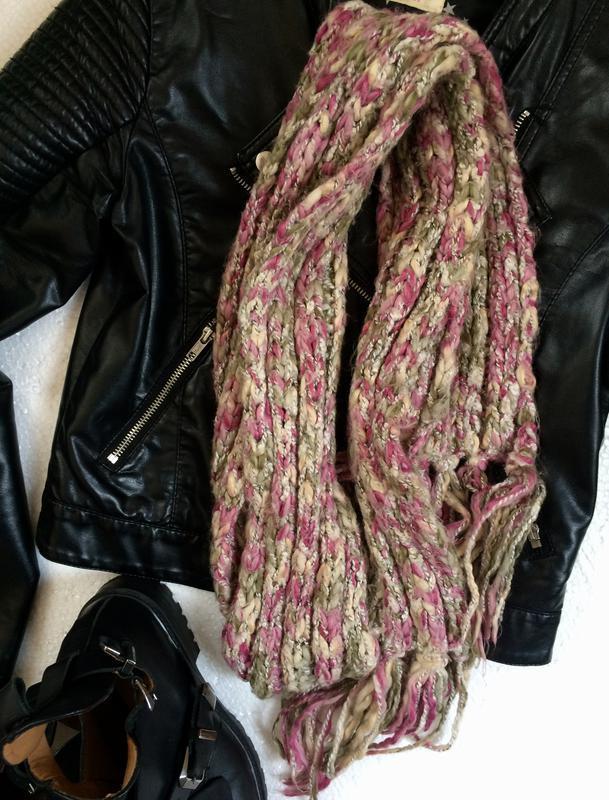 Красивый вязаный шарф
