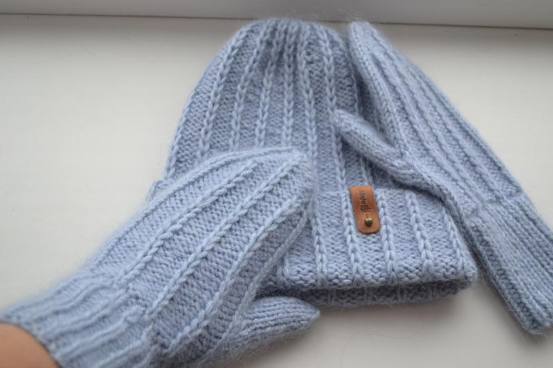 Вязаная шапка и варежки - Фото 2