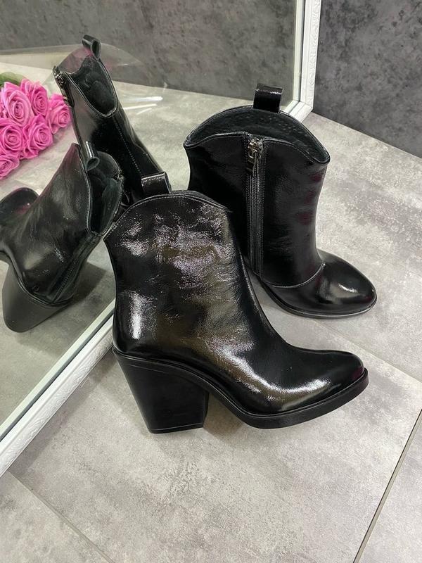 Натуральные кожаные лаковые демисезонные женские ботинки на уд...