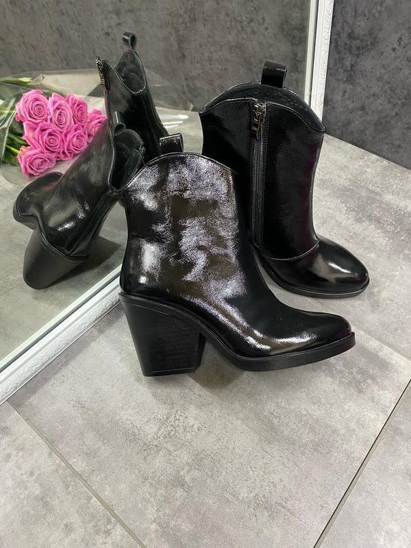 Натуральные кожаные лаковые демисезонные женские ботинки на уд... - Фото 2