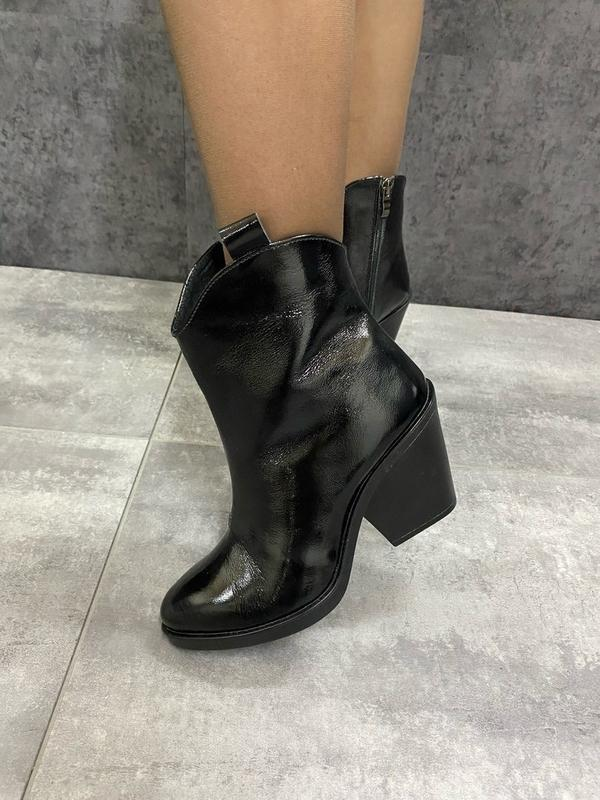 Натуральные кожаные лаковые демисезонные женские ботинки на уд... - Фото 4