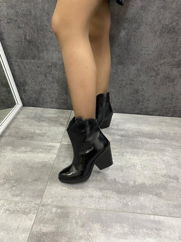 Натуральные кожаные лаковые демисезонные женские ботинки на уд... - Фото 5