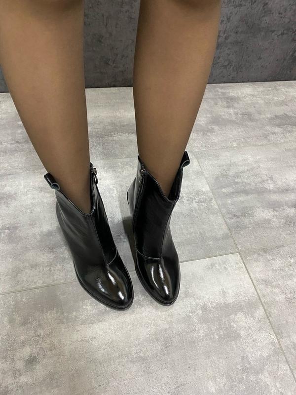 Натуральные кожаные лаковые демисезонные женские ботинки на уд... - Фото 6