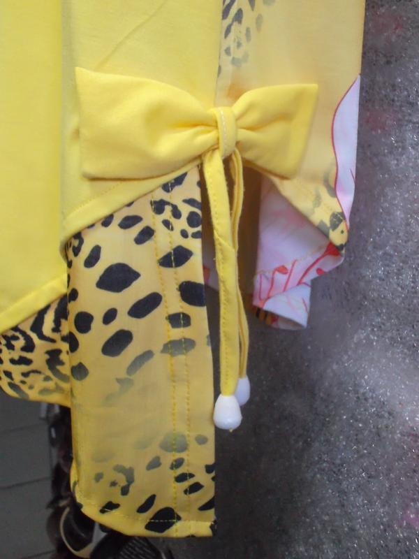 Нарядная летняя блузка ярко-желтого цвета в цветочный принт - Фото 3