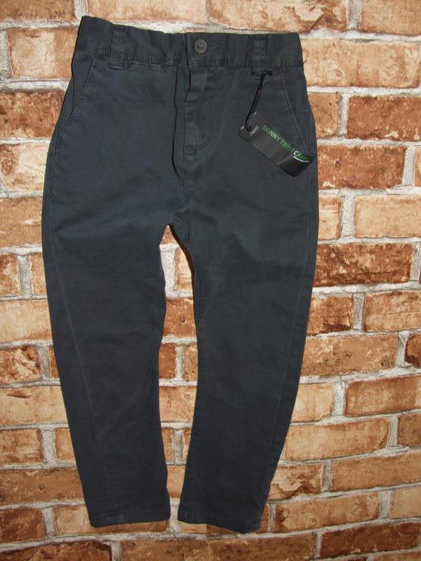Новые джинсы чиносы мальчику 5 лет серые некст большой выбор