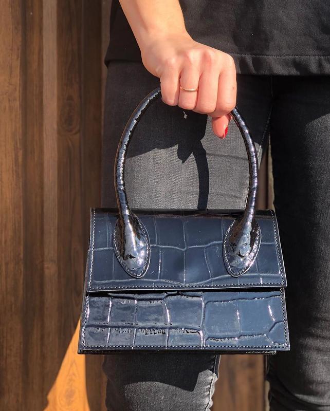 Кожаная сумочка в стиле jacquemus чёрная - Фото 6