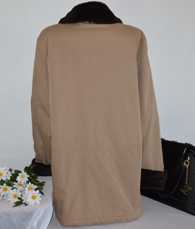 Демисезонная утепленная куртка с меховым воротником и манжетам... - Фото 2
