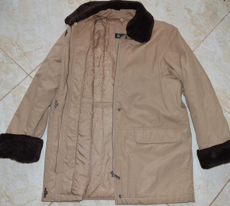 Демисезонная утепленная куртка с меховым воротником и манжетам... - Фото 4