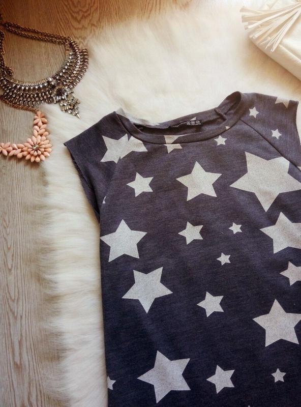 Серое спортивное платье свитшот с белыми звездами прямое корот... - Фото 2
