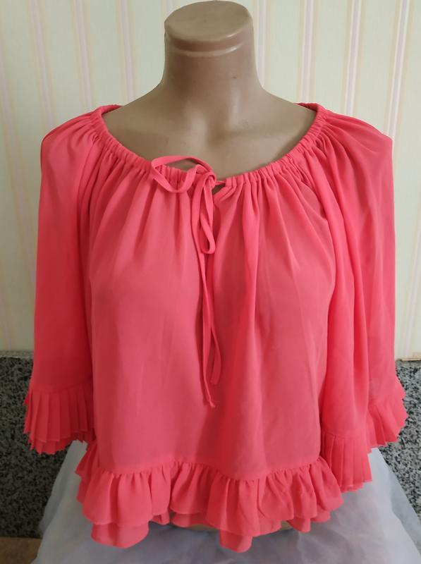 Короткая розовая шифоновая блуза с плиссе м
