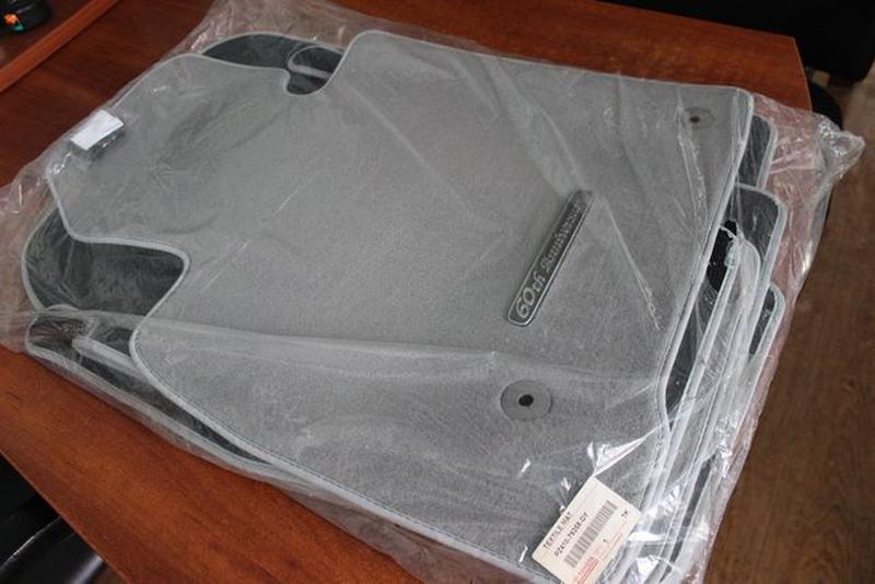 Новые! Оригинальный комплект ковриков TOYOTA LAND CRUISER-100-... - Фото 3