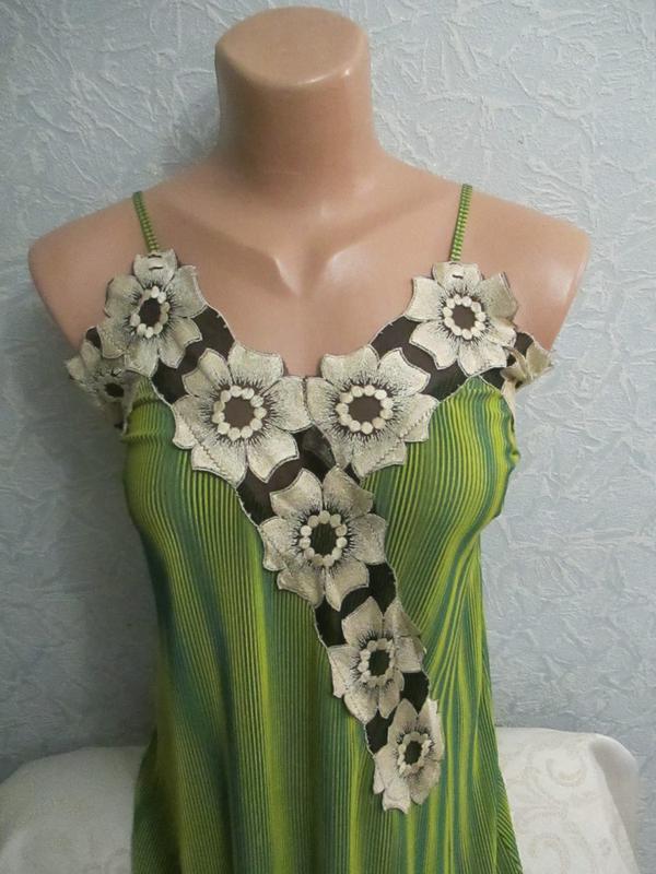 Эффектное платье-миди с аппликацией - Фото 2
