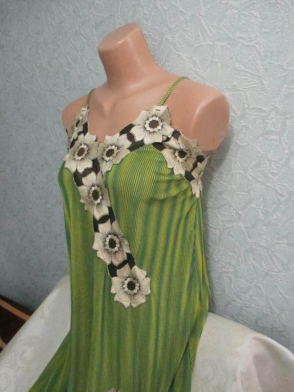 Эффектное платье-миди с аппликацией - Фото 3