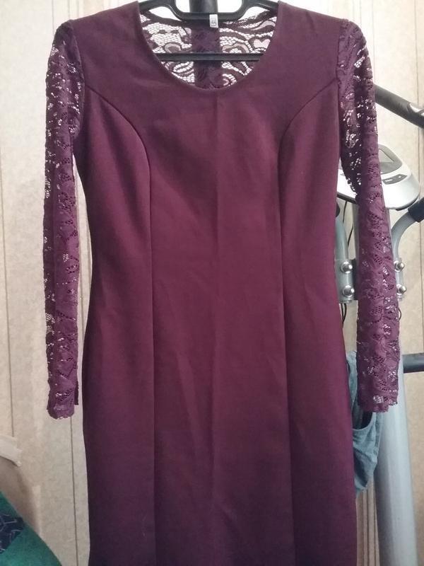 Платье-миди цвет марсала с кружевом - Фото 4