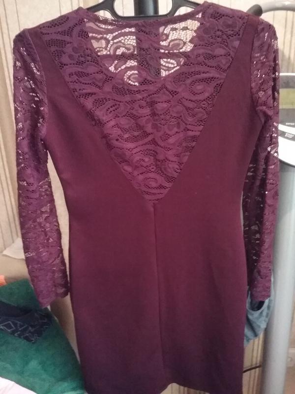 Платье-миди цвет марсала с кружевом - Фото 5