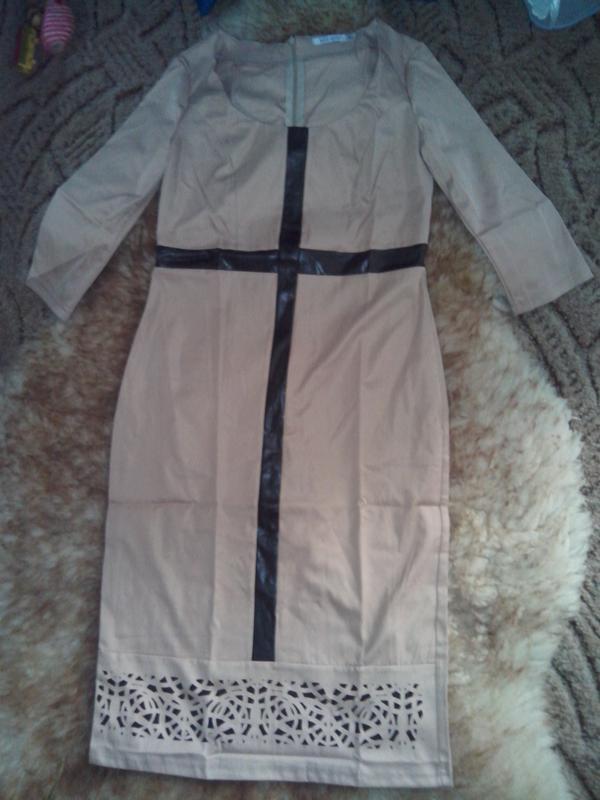 Невероятно-шикарное платье с перфорацией и вставками эко-кожи ... - Фото 3