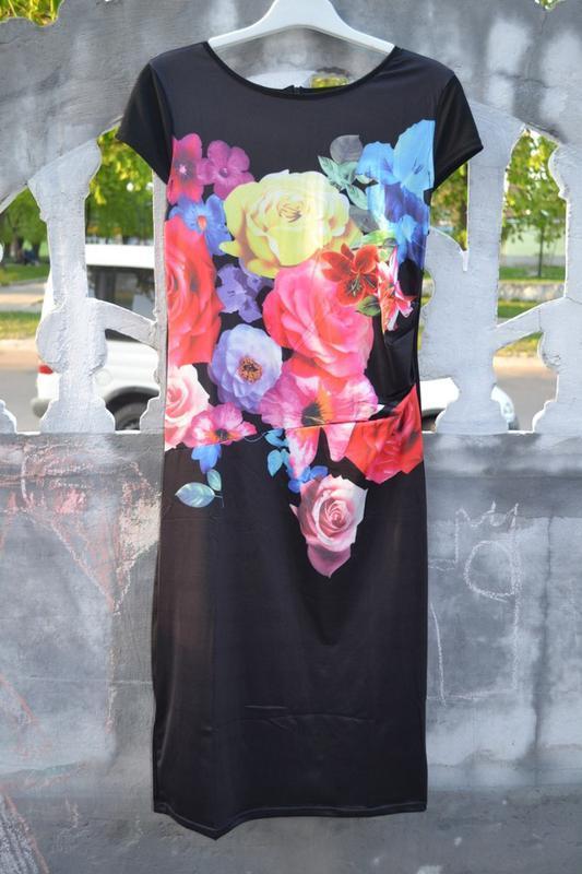 Красивейшее платье-миди с яркими цветами