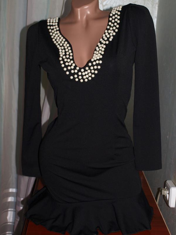 Платье-мини или туника с жемчужными бусинами