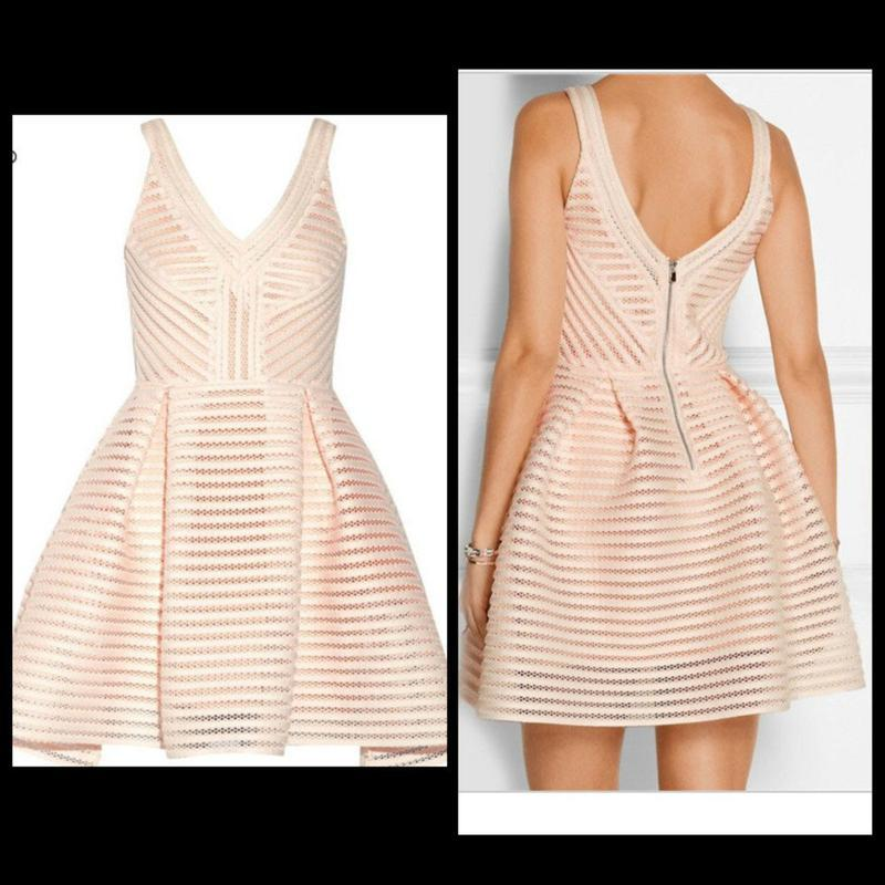 Изумительное вечернее платье-мини из рифлённого неопрена