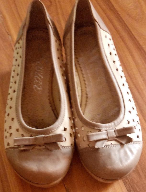 Кожаные туфельки на танкетке