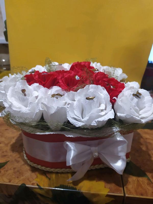 Сердце из роз с конфетками - Фото 3