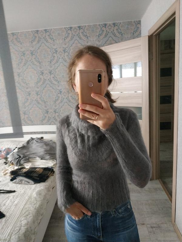 Теплый шерстяной свитер по фигуре