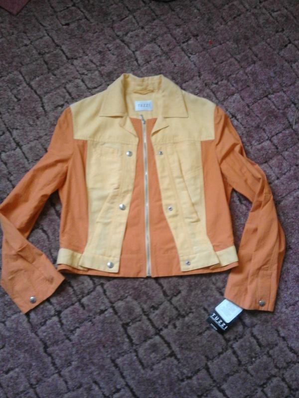 Яркий пиджак tuzzi