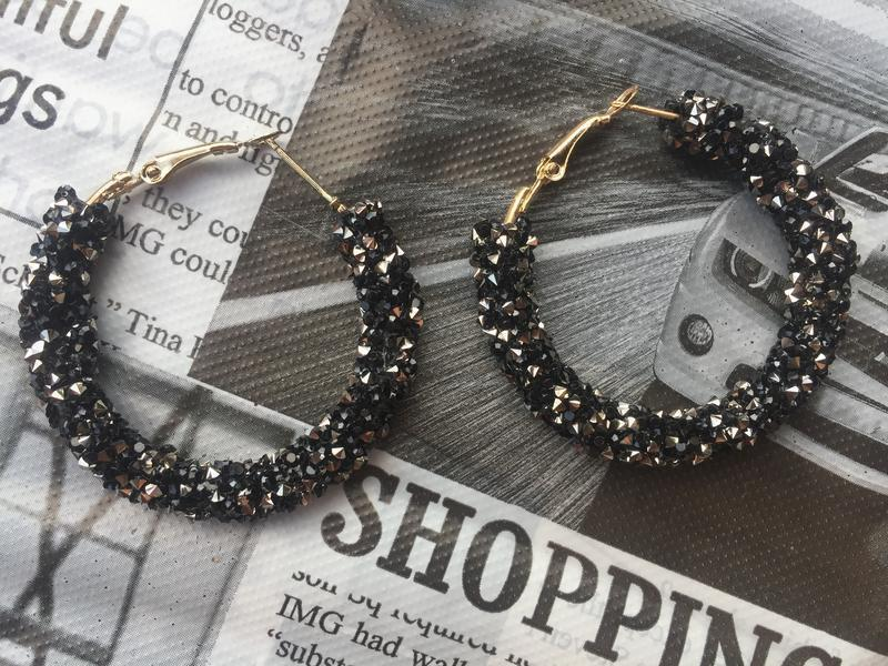 Серьги кольца блестящие чёрные - Фото 2