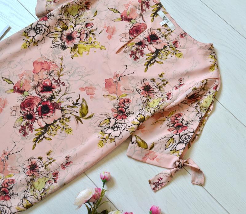 Красива пудрова блуза в квіти next - Фото 4