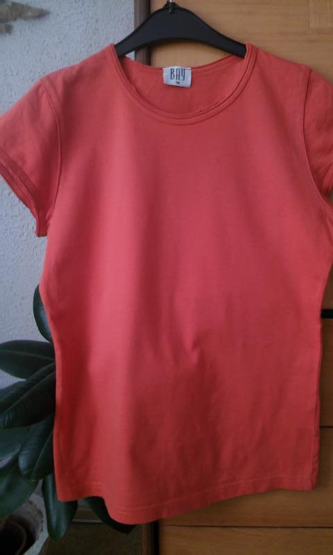 Базовая футболка с интересной отделкой по вороту и рукаву - Фото 2