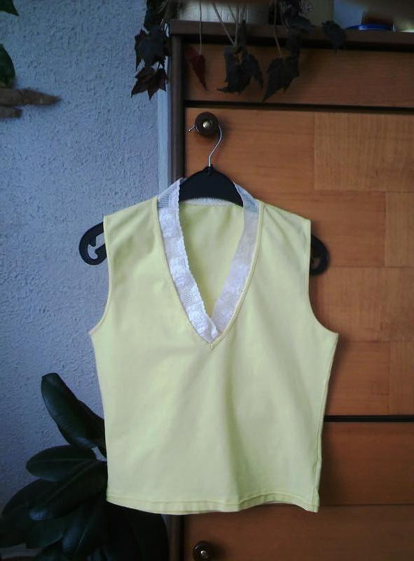Желтая футболка с кружевом - Фото 2