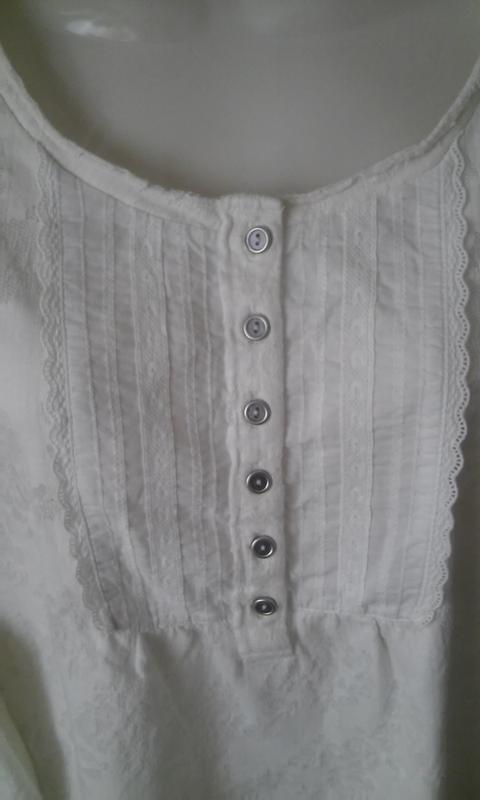 Трикотажная блуза-футболка молочного цвета из коллекции indigo - Фото 2