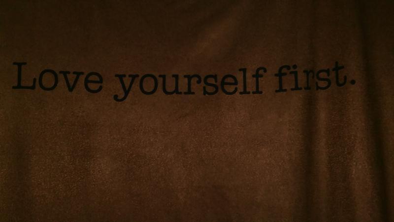 Удлиненная замшевая футболка с разрезами по бокам от amisu - Фото 3