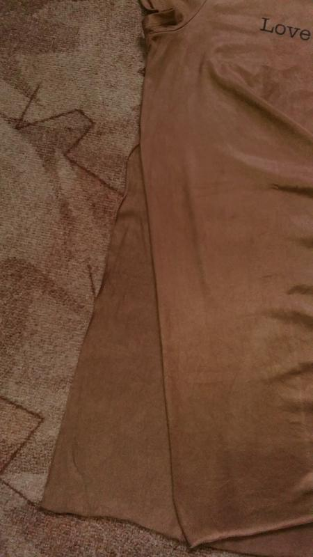 Удлиненная замшевая футболка с разрезами по бокам от amisu - Фото 4
