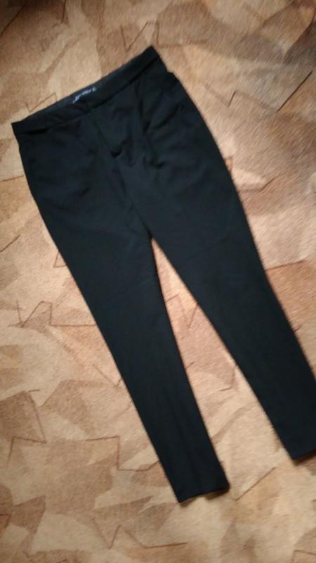 Укороченные зауженные брюки от zara - Фото 2