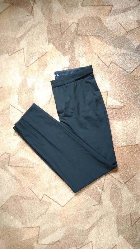 Укороченные зауженные брюки от zara - Фото 3