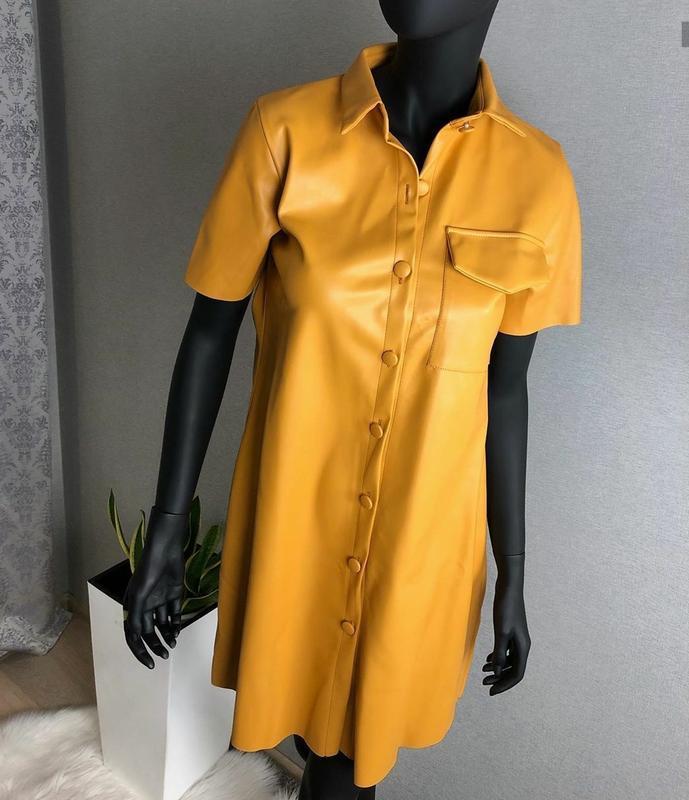 Актуальное платье экокожа с карманом кожзам - Фото 2