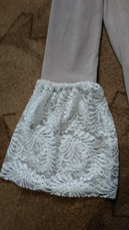 Пудровое платье с открытыми плечами - Фото 5
