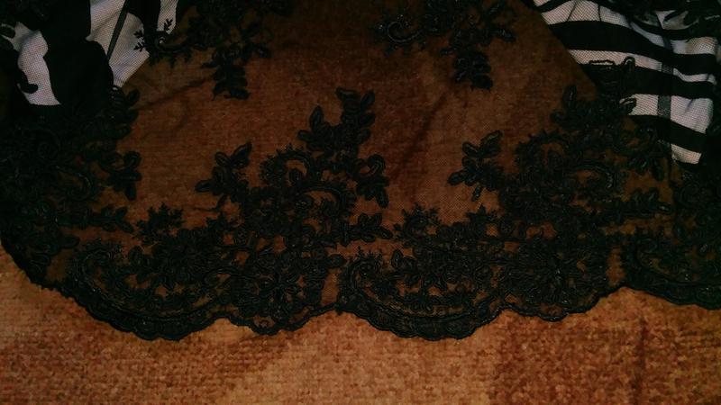 Платье с отделкой сетка