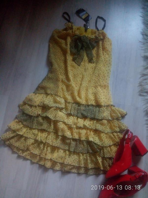 Шифоновое легкое платье на тонких бретелях с рюшами