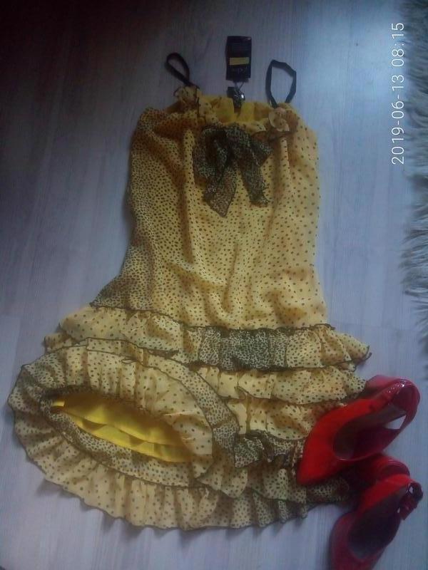 Шифоновое легкое платье на тонких бретелях с рюшами - Фото 2