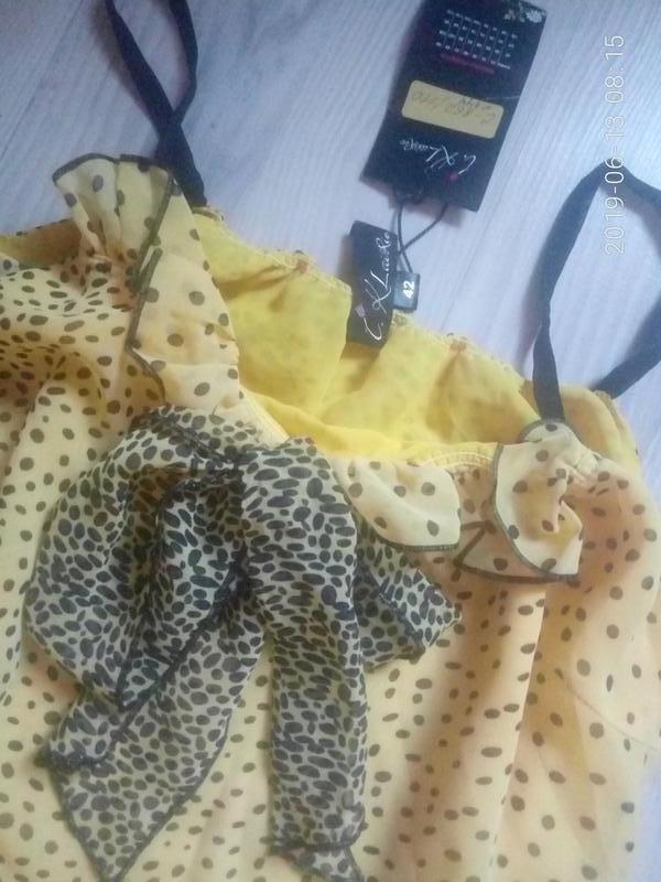 Шифоновое легкое платье на тонких бретелях с рюшами - Фото 3