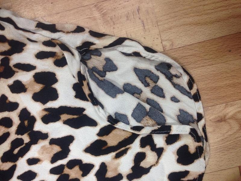 H&m леопардовая блузка футболка с разрезиками - Фото 3