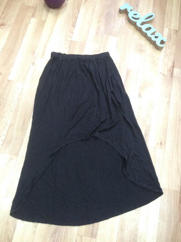 Асимметричная трикотажная юбка на резинке
