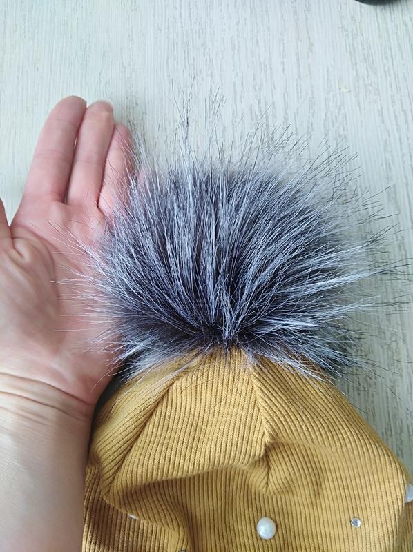 Демисезонная трикотажная шапка с большим меховым балабоном - Фото 2