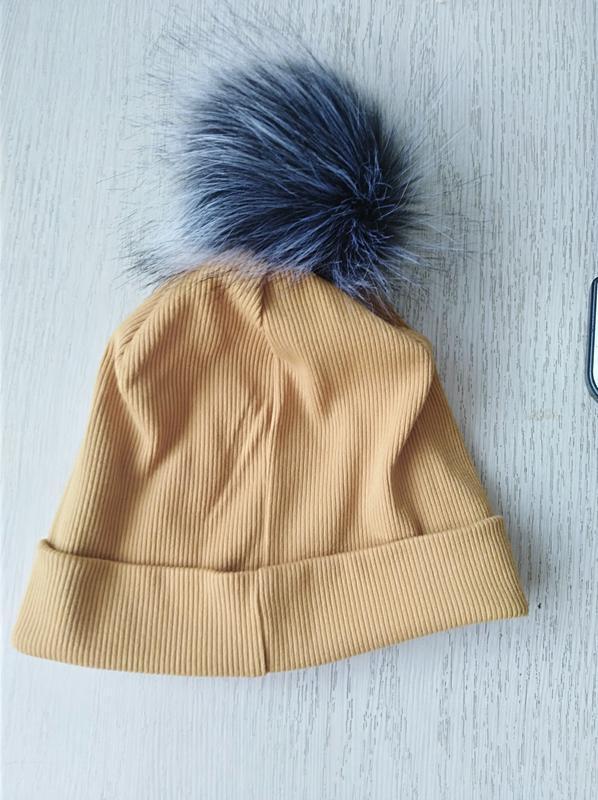 Демисезонная трикотажная шапка с большим меховым балабоном - Фото 3