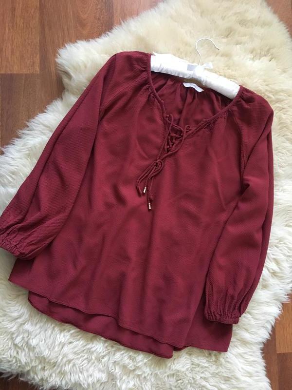 Красивая бордовая блуза